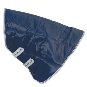 Acavallo halsöverdrag 300g i 210D förstärkt polyester är extremt ventilerande och lätt, utrustad med ett silkeslen foder skapat för att undvika skador på huden. Kan kombineras med AC634 paddockmatta. Info & skötsel: - Maskintvättbar vid 30 ° C eller helt enkelt för hand med vatten och mild tvål - Använd inte hårda rengöringsmedel - Torktumla inte - Utsätt inte för direkt värme eller starkt solljus - Låt torka naturligt