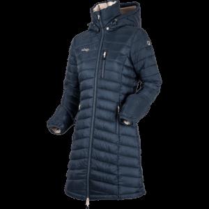 """En varm kappa eller """"one piece"""" för ryttare. Kappa Alaska är så lätt och mjuk att du knappast märker att du bär den, du bara känner värmen när du rör dig obehindrat, på stallbacken eller i sadeln. Frågar du andra Alaskabärare får du svaret: Beroendeframkallande!"""