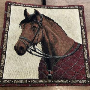 Grytlapp med hästmotiv dressyr