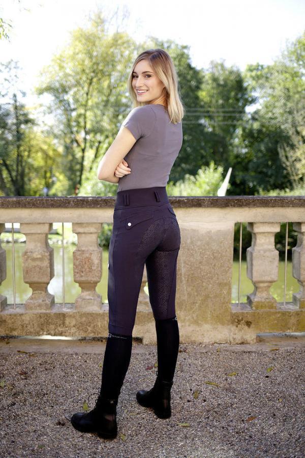 Covalliero Ridbyxa hög midja De eleganta byxorna med hög midja är gjorda i extra elastiskt material för perfekt passform.